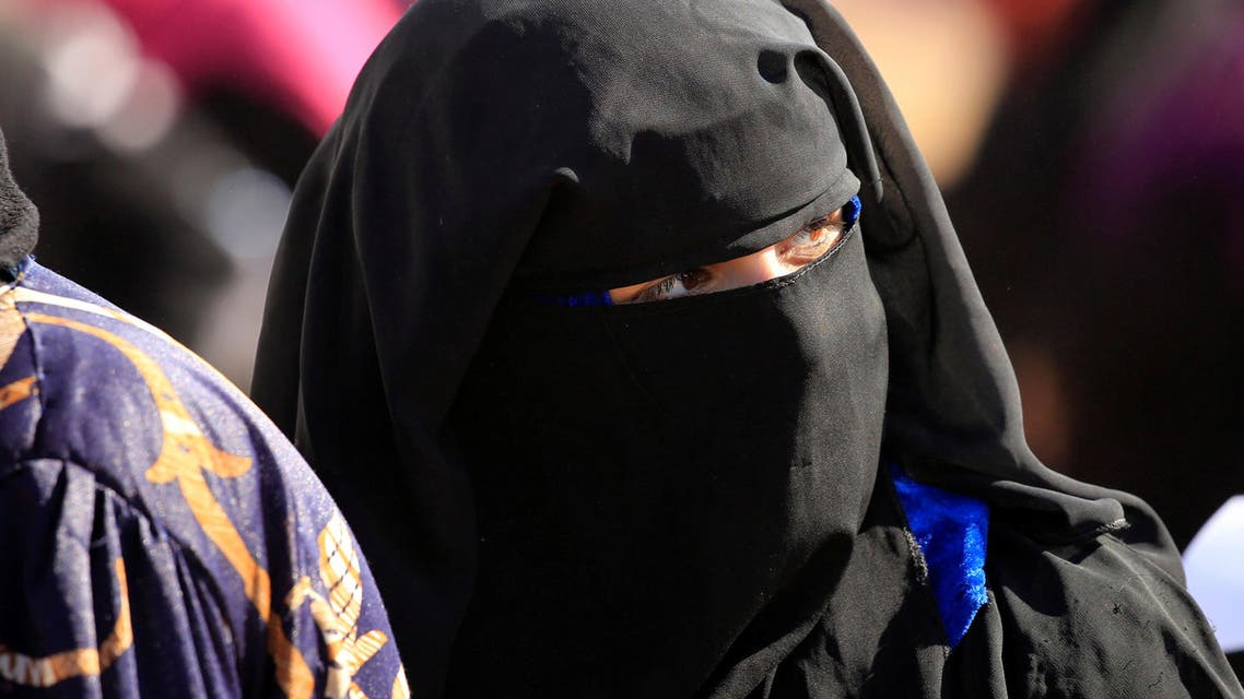 A veiled displaced woman who fled from Mosul is seen at Al-Khazer refugee camp, east of Mosul, Iraq November 4, 2016. (Reuters)