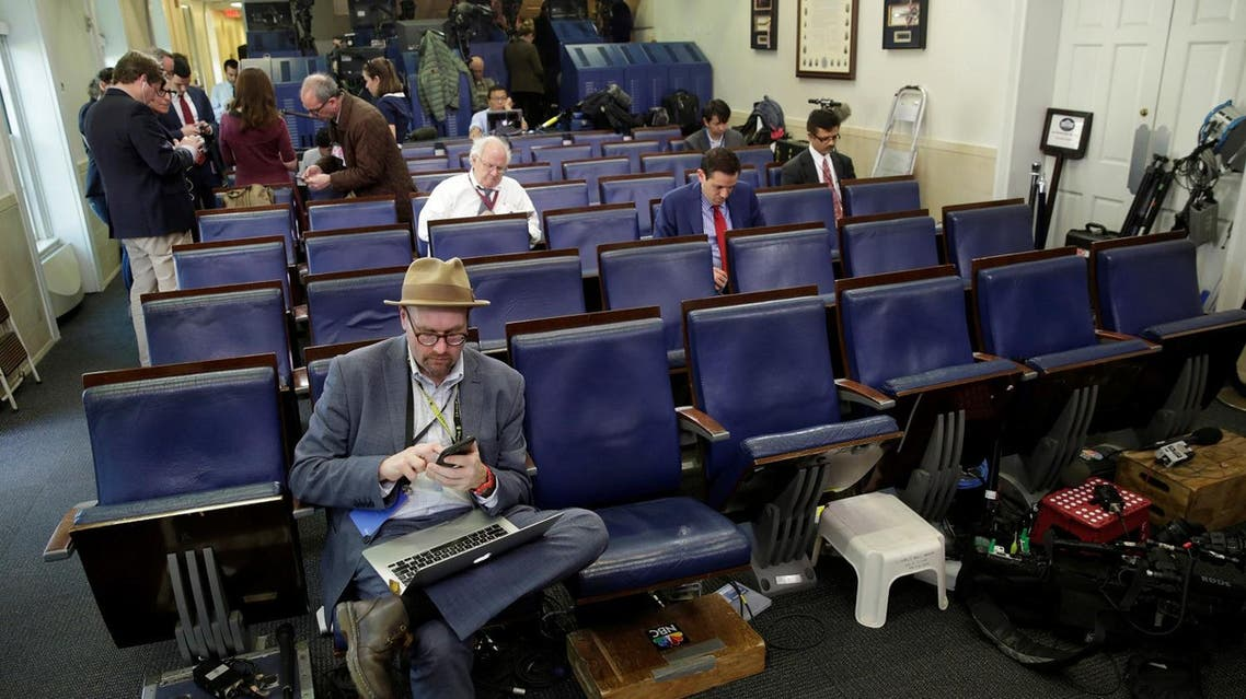 """Glenn Thrush (L), chief White House political correspondent for the The New York Times, works in the briefing room after being excluded from a gaggle at the White House, February 24, 2017. Several major news organizations including CNN, The New York Times and Politico were excluded from an off camera """"gaggle"""" meeting with White House Press Secretary Sean Spicer in his office that was held in place of the regular daily press briefing (Photo: Reuters/Yuri Gripas)"""