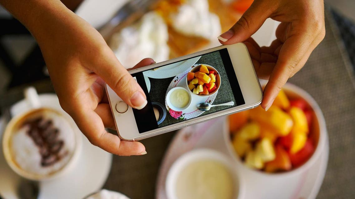 Hungry man divorces his wife for stopping him from eating to post food photos on Snapchat. (Shutterstock)