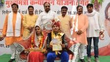 عصا مجانية لكل امرأة.. هدية وزير هندي لتأديب الأزواج