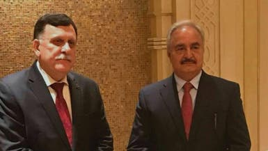 اتفاق حفتر والسراج ينعش آمال الاستقرار في ليبيا