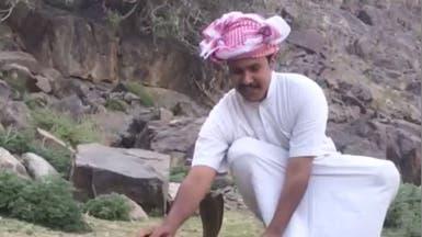 هواية الموت.. فيديو مثير لمغامر سعودي مع ثعابين ووحوش
