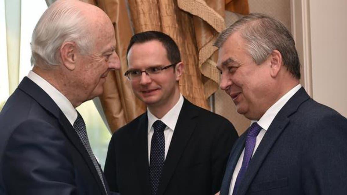 یو این نمائندے دی میستورا اور روسی سفیر الیگزینڈر لافرینتیو۔