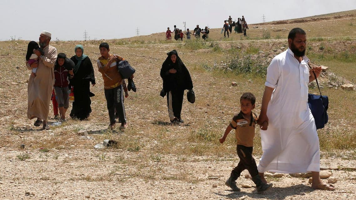 Displaced Iraqi civilians flee as members of Iraqi Army clash with ISIS fighters, in north west of Mosul, Iraq, May 5, 2017. (Reuters)