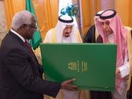 خادم الحرمين يتسلم وسام الشرف من رئيس سيراليون