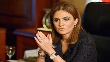 شاهد.. وزيرة مصرية تصنع كعك العيد مع حفيدتها
