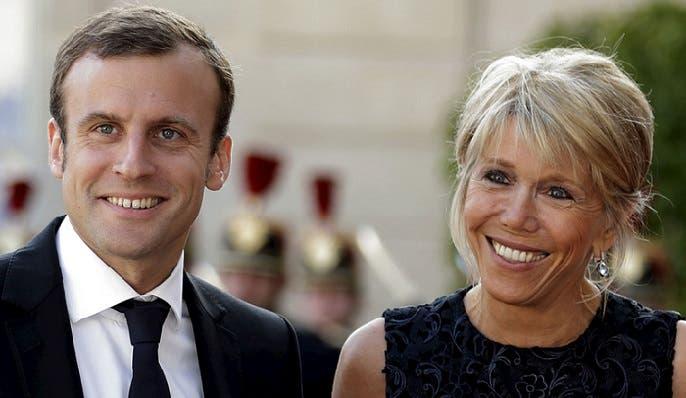 ماكرون وزوجته الأكبر سناً منه بأكثر من 24 سنة، إخلاص ووفاء بلا فضائح منذ 21 عاماً