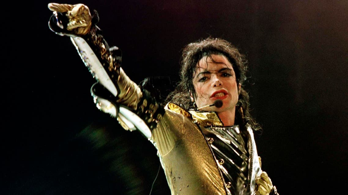 """US popstar Michael Jackson performs during his """"HIStory World Tour"""" concert in Vienna, July 2, 1997. REUTERS"""