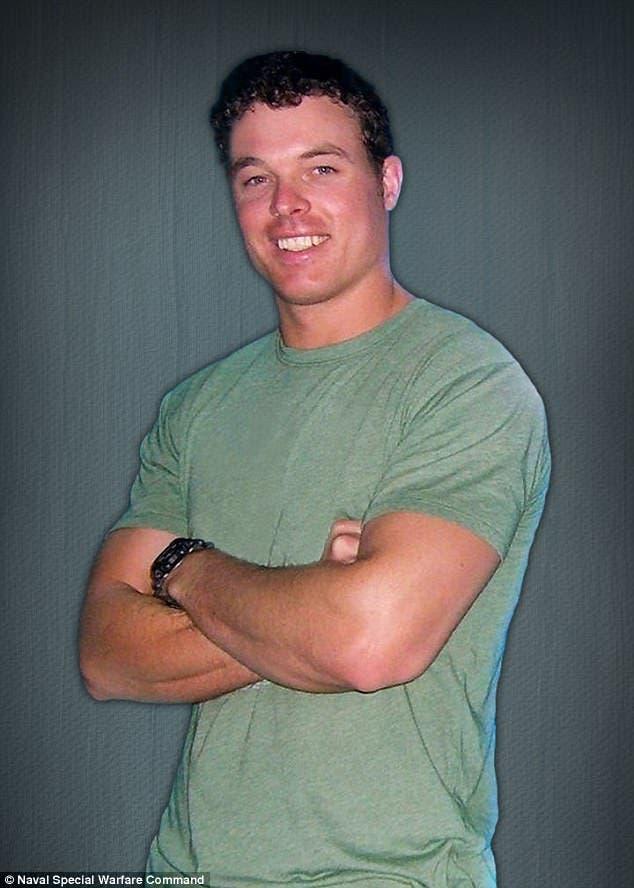 صورة يُعتقد أنها للجندي الأميركي الذي قُتل في الصومال