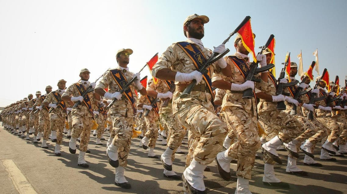 Members of the Iranian revolutionary guard march during a parade to commemorate the anniversary of the Iran-Iraq war (1980-88), in Tehran September 22, 2011. REUTERS/Stringer/File Photo