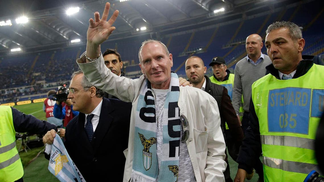 Lazio's former soccer player Paul Gascoigne (C) gestures as he is flanked by Lazio's president Claudio Lotito (L) prior to the start of their Europa League match between Tottenham Hotspur and Lazio at the Olympic stadium in Rome November 22, 2012. REUTERS/Tony Gentile (ITALY - Tags: SPORT SOCCER)