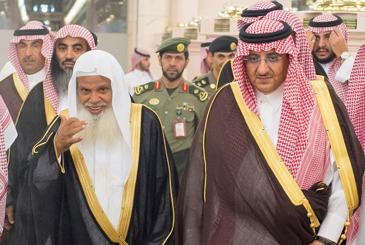 ولي العهد السعودي يزور المسجد النبوي