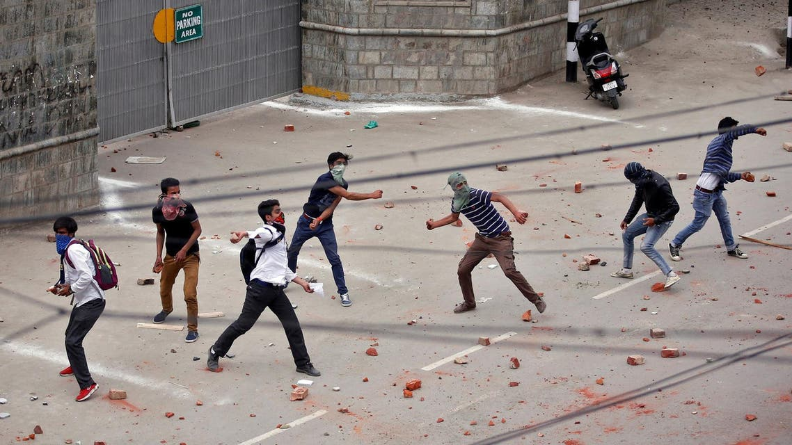 Stone throwing demonstration in Srinagar, reuters file photo