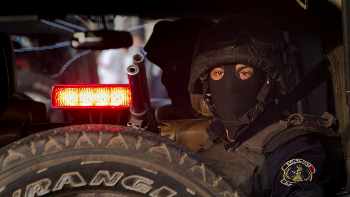 A masked Egyptian masked policeman watches Tahrir Square in Cairo, Egypt. (File photo: AP)