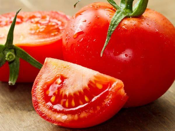 هؤلاء الأشخاص يجب عليهم الامتناع عن تناول الطماطم