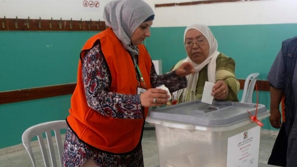 A Palestinian woman casts her ballot at a polling station during municipal elections in the northern West Bank town of Anabta, near Tulkarm May 13, 2017. (Reuters)
