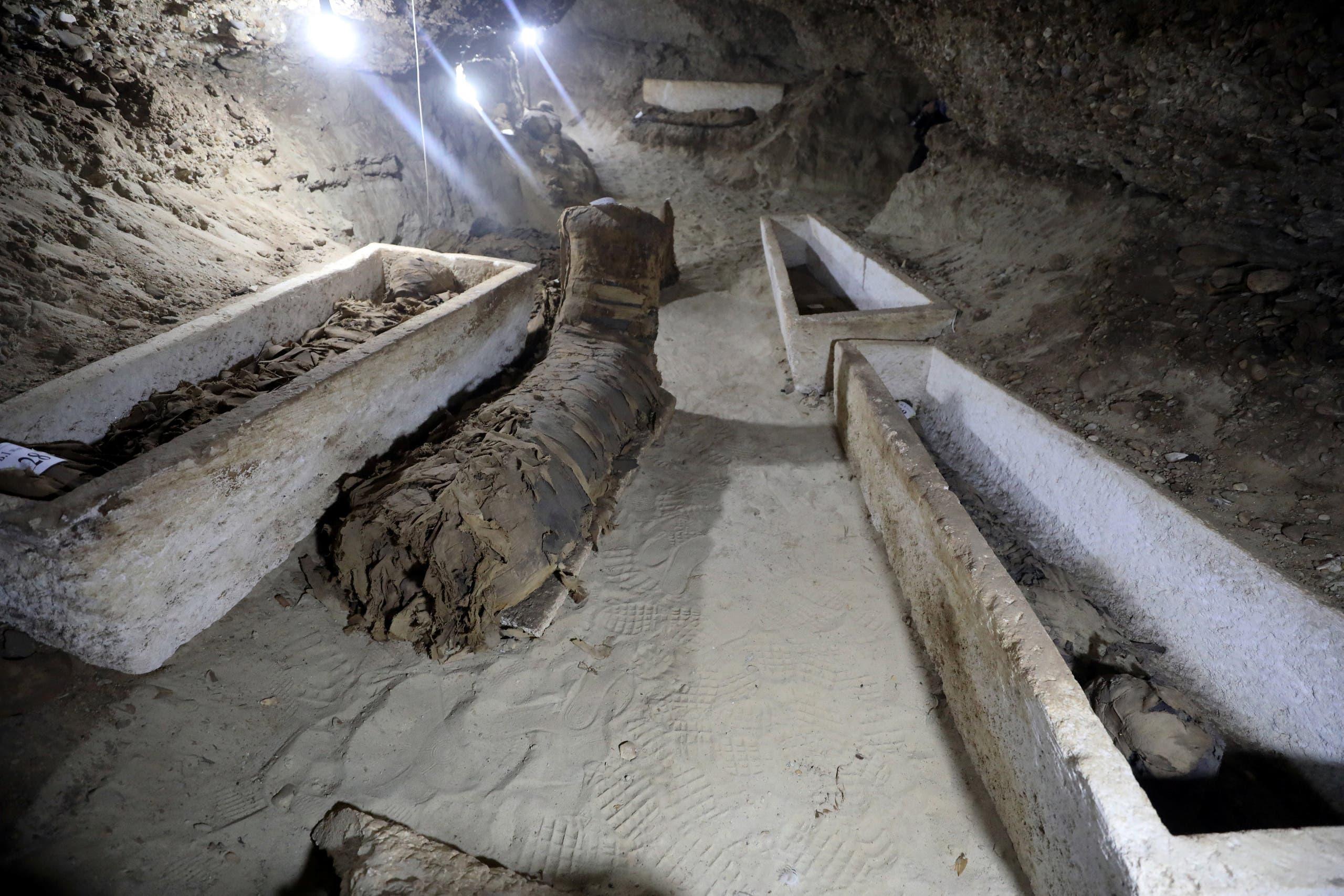 من داخل الجبانة المكتشفة في مصر