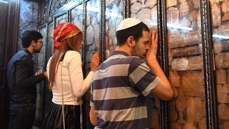 You can now pay someone to pray on your behalf - Al Arabiya