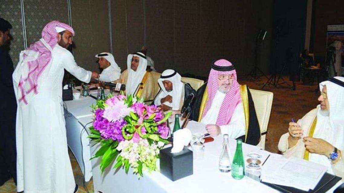 الأمير خالد بن طلال مترئساً اجتماع الجمعية العمومية