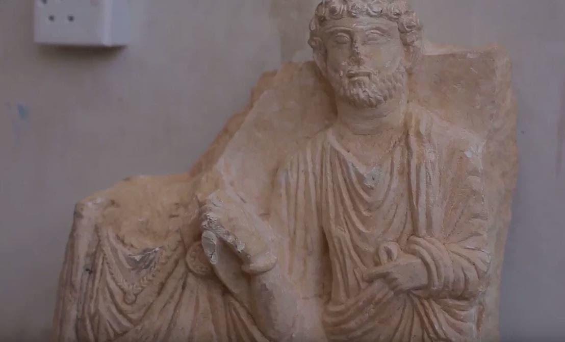 داعش يحطم تماثيل دير الزور