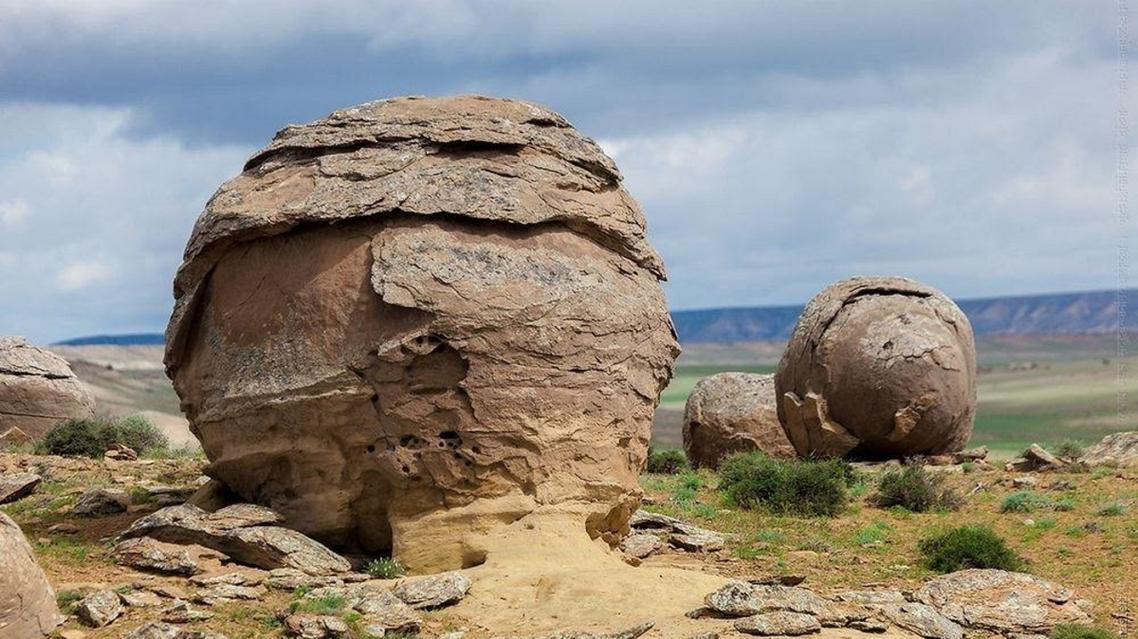 دره توپ های سنگی در قزاقستان