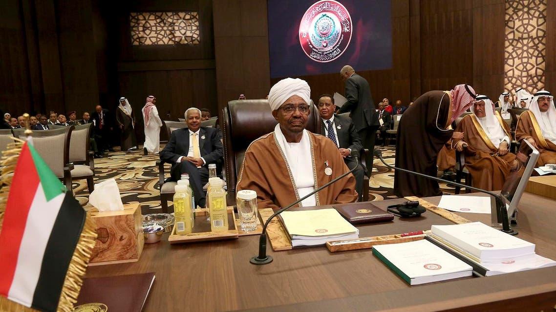 Sudanese President Omar al-Bashir attends talks of the Arab League summit in the Jordanian Dead Sea resort of Sweimeh, Jordan, Wednesday, March 29, 2017. (AP)