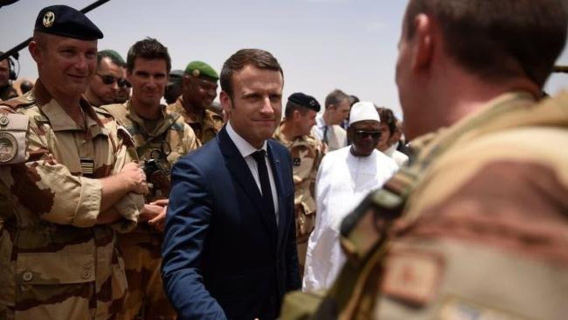 الرئيس ماكرون مع القوات الفرنسية في مالي