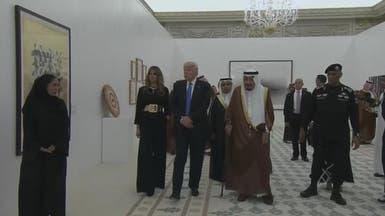 شاهد الملك سلمان والرئيس ترمب يزوران معرض الفن المعاصر