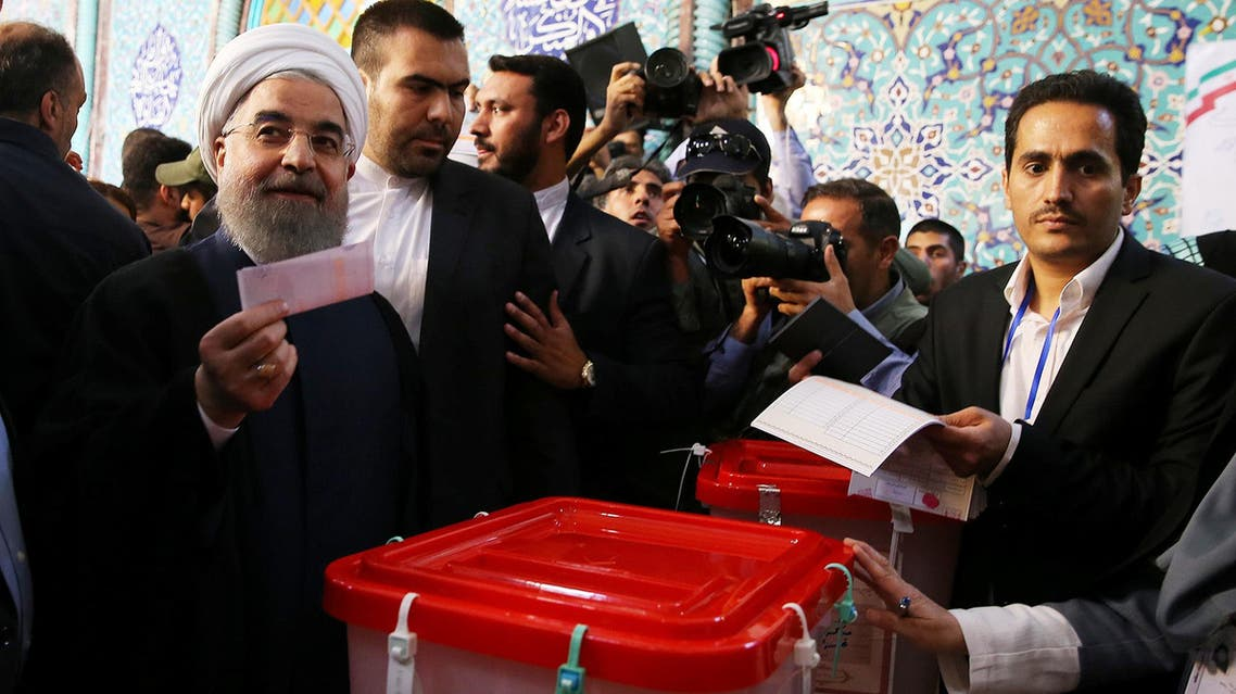 Iran's President Hassan Rouhani casts his ballot during the presidential election in Tehran, Iran, May 19, 2017.reuters