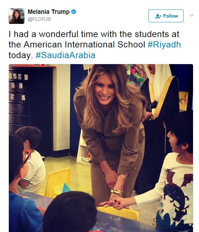 ميلانيا ٹرمپ اسکول کے بچوں کے ساتھ ۔