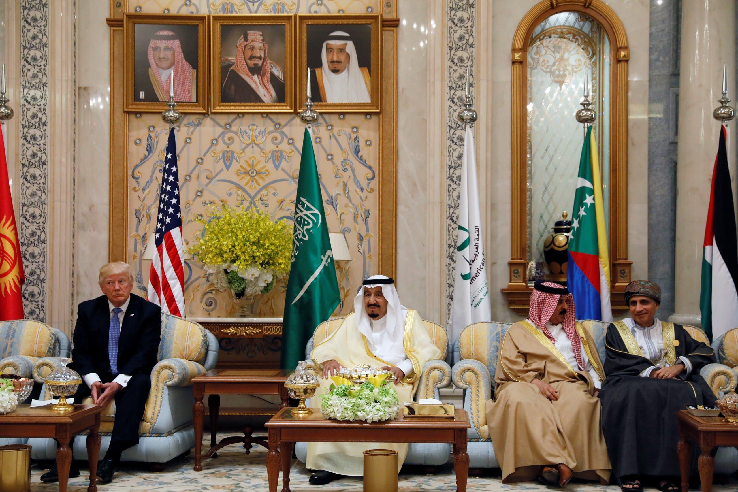 العاهل السعودي وخادم الحرمين قبيل انعقاد القمة