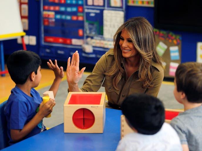 بالصور.. ميلانيا ترمب تزور مدرسة أميركية في الرياض