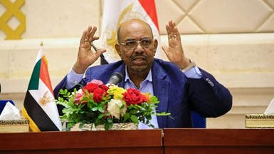 البشير يتهم مصر أمام الجيش السوداني بدعم المتمردين