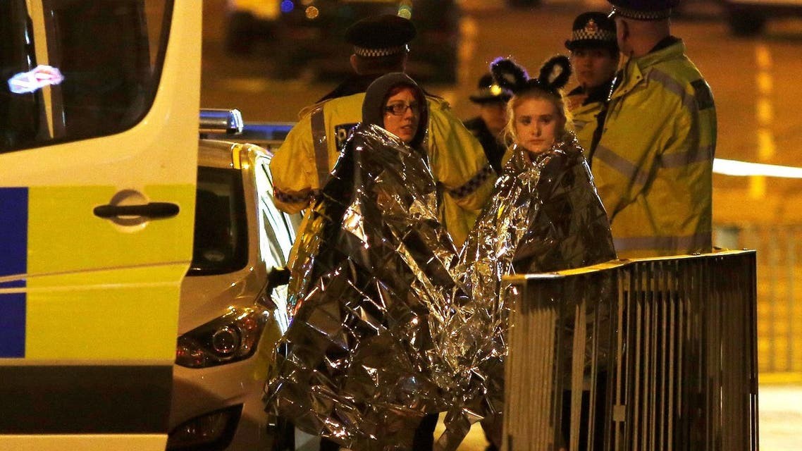 Two women wrapped in thermal blankets stand near the Manchester Arena, where U.S. singer Ariana Grande had been performing, in Manchester, northern England, Britain, May 23, 2017.(Reuters)