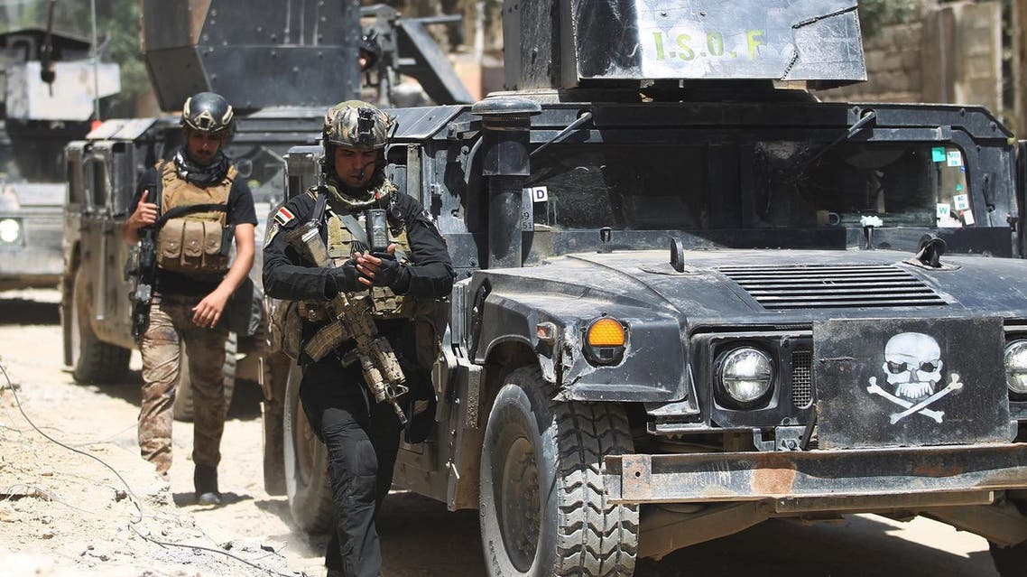 Iraqi Counter-Terrorism Services (CTS) advance in West Mosul's Al-Najjar neighbourhood on May 22, 2017, during the ongoing offensive to retake the area from Islamic State (IS) group fighters. (AFP)