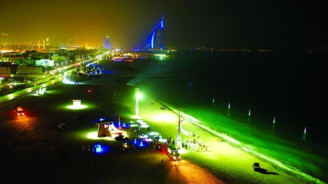 السباحة الليلية في دبي