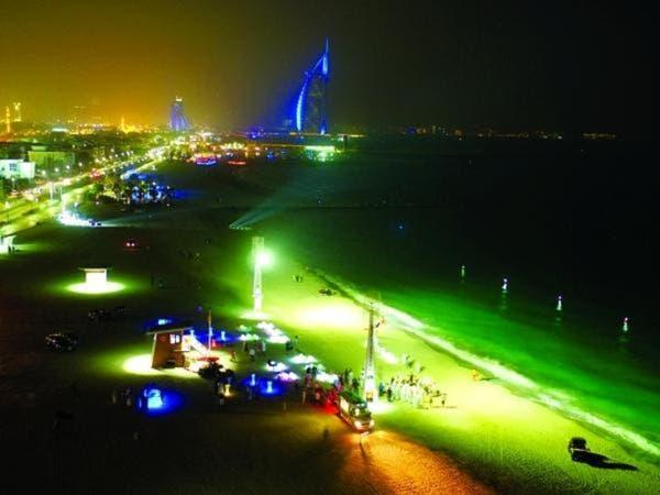دبي تدشن أول شاطئ عام للسباحة الليلية في العالم