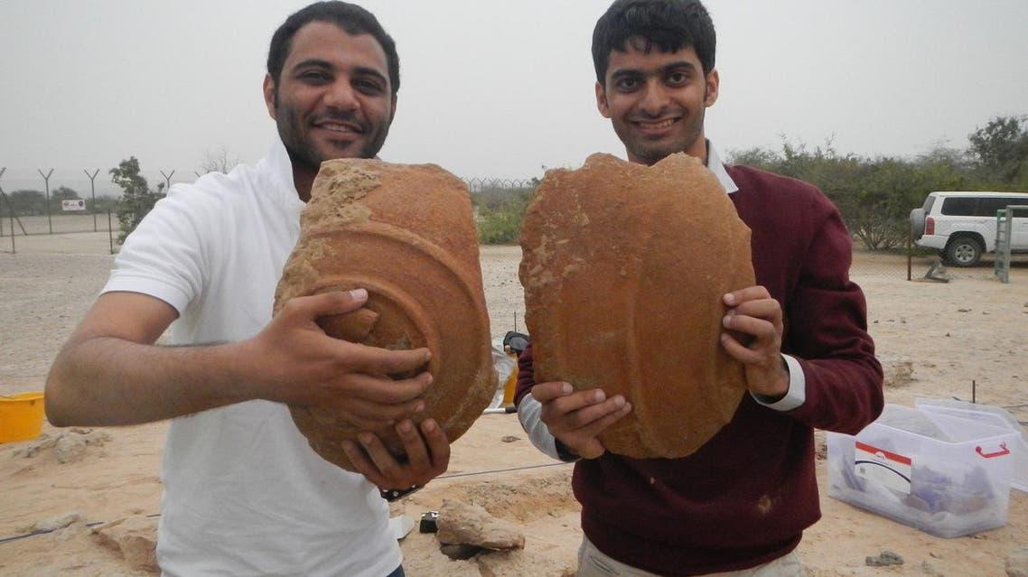 Ali Al Meqbali and Abdulla Al Kaabi holding Dilmun storage jars. (Courtesy: TCA Abu Dhabi)