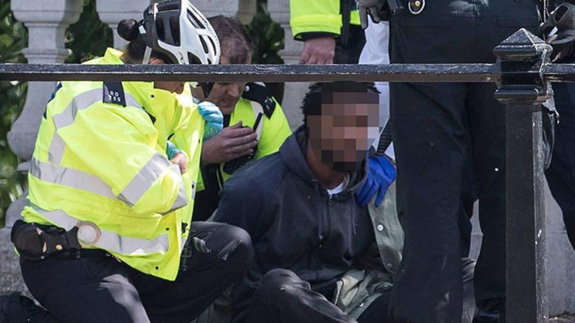 اعتقال أمام قصر باكينغهام