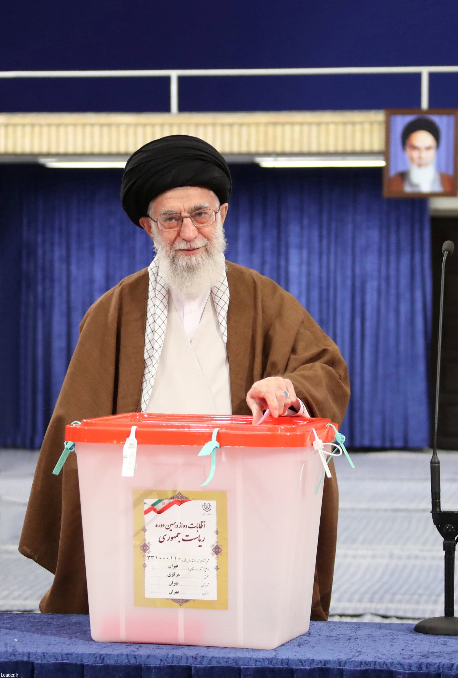 Iran's Supreme Leader Ayatollah Ali Khamenei casts his vote during the presidential election in Tehran, Iran, May 19, 2017. (Reuters)