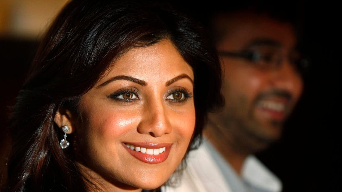 Bollywood actress Shilpa Shetty (L) and her fiance Raj Kundra pose for photographers after attending a news conference where they announced their involvement in the V8 Gourmet Group, in London August 24, 2009. (Reuters)