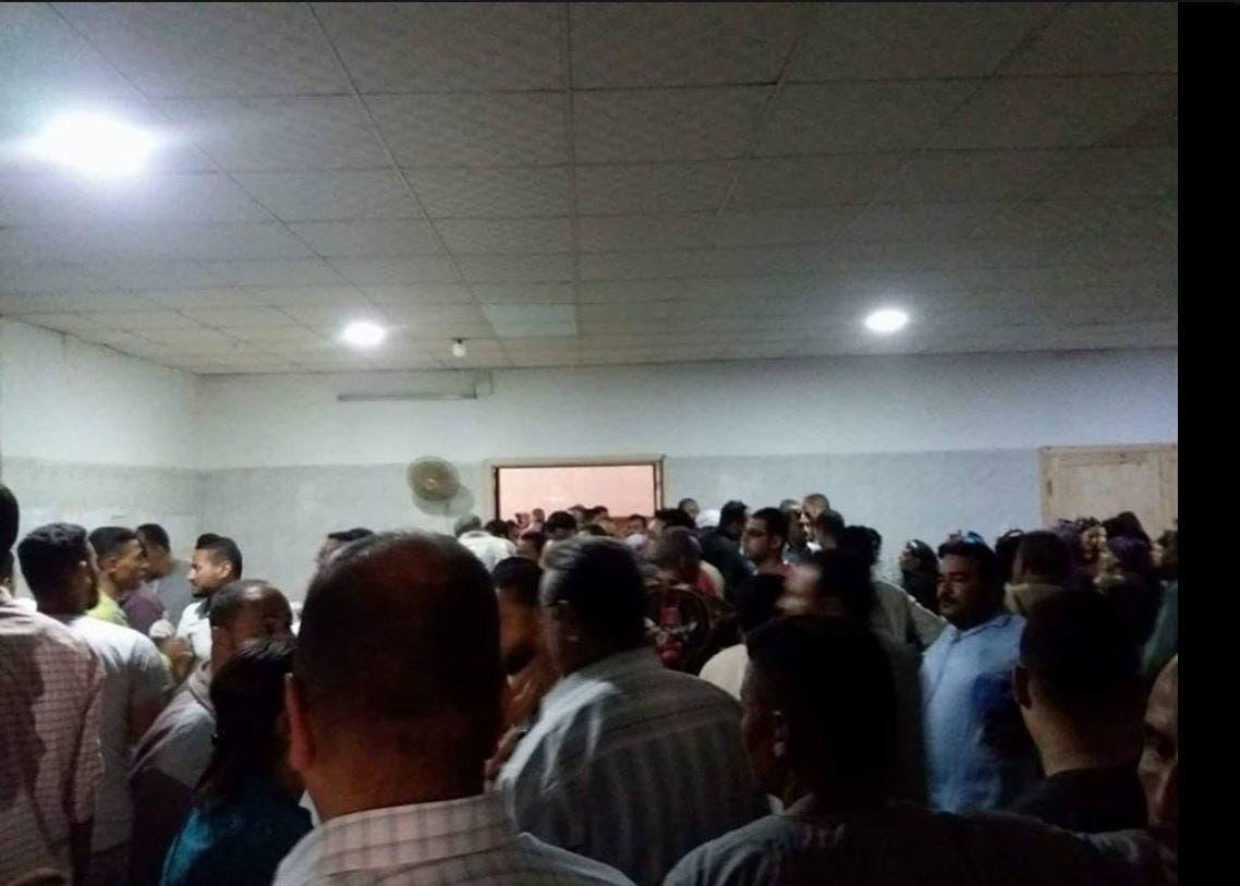 صور من داخل مستشفى مغاغة لأهالى ضحايا أتوبيس أقباط #المنيا