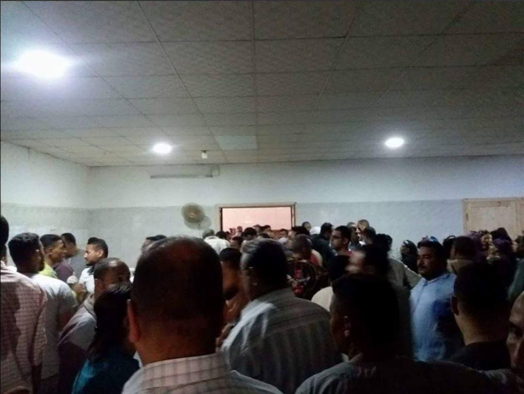 صور من داخل مستشفى مغاغة لأهالى ضحايا أتوبيس أقباط المنيا