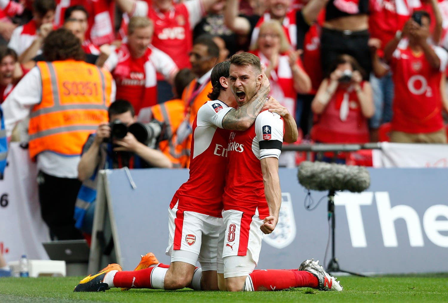Arsenal's Welsh midfielder Aaron Ramsey (R) celebrates with Arsenal's Spanish defender Hector Bellerin after scoring their second goal during the English FA Cup final football match between Arsenal and Chelsea at Wembley stadium in London on May 27, 2017. (AFP)