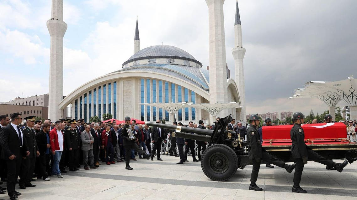 Turkish soldiers escort the coffin during the funeral ceremony of infantry soldier Emre Karagoz, killed in clashes between PKK terrorists and security forces, at Ahmet Hamdi Akseki Mosque in Ankara on May 26, 2017. (AFP)
