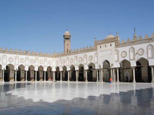 تعليق الصلاة في مساجد مصر.. والكنائس تغلق أبوابها