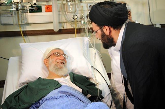 مجتبى خامنئي نجل المرشد يزور والده بعد خضوعه لعملية جراحية