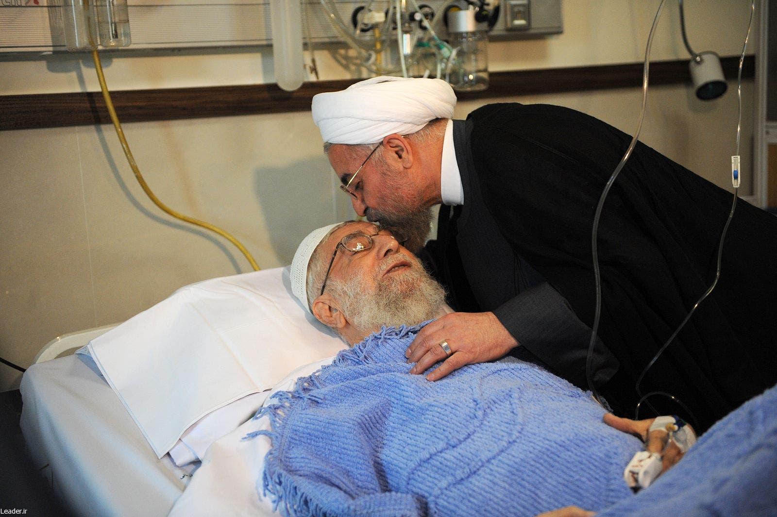روحاني زار المرشد بعد اجراءه عملية جراحية