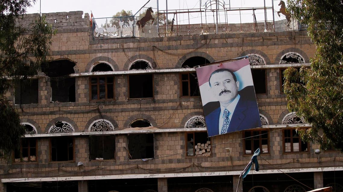 A picture of former Yemeni President Ali Abdullah Saleh hangs on a building of the Standing Committee of the General People's Congress, Saleh's party, in Sanaa, December 17, 2013. (File photo: Reuters)