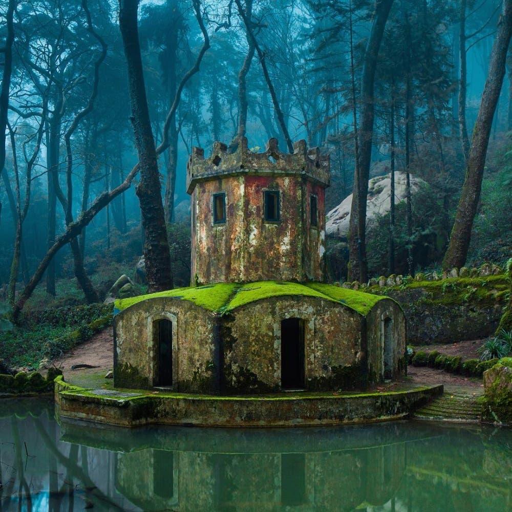 خرابههای قلعه قدیمی در سینترا، پرتغال